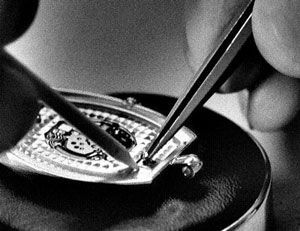 Van Cleef & Arpels watch case creating