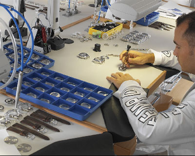 Officina del Tempo watch assembly