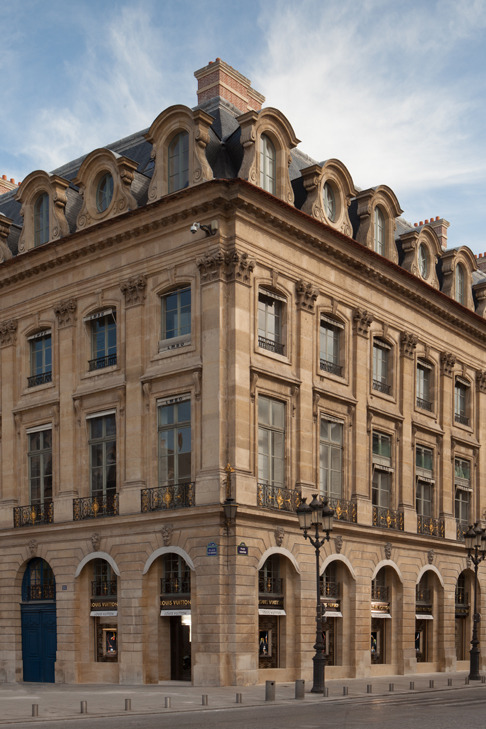 Fashion House Louis Vuitton has opened its first jewelry-watch shop on the Place Vendome