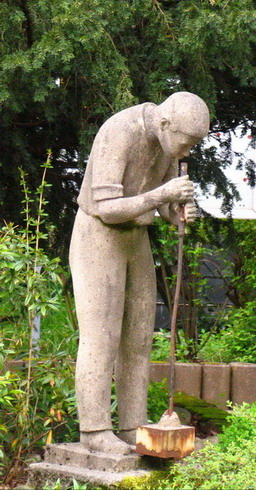 sculpture of glassblower in Lauscha city