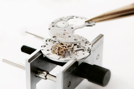 Nomos watch movement assembly