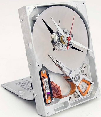 table clock made of hard disk