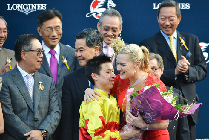 Longines Ambassador of Elegance, Kate Winslet awards with Longines watches the winner of the race - the owner, trainer and jockey of California Memory Matthew Chadwick, winner of the Longines Hong Kong Cup. In response Matthew Chadwick gave the actress a bouquet of flowers.
