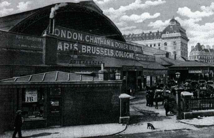 The outer court of Victoria Station in the late of 19th century
