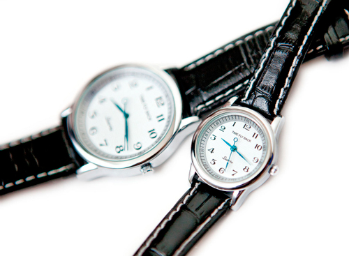 "wristwatch with reverse stroke ""Time Fly Back"" by the Korean brand TFB"