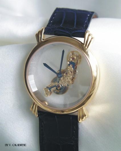 Механизмы часов также выполнены мастером вручную.